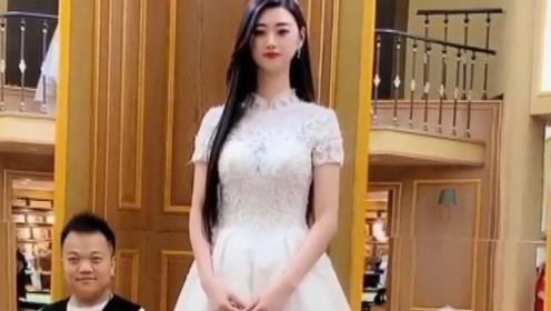 两米美女巨人_东北气场超强的美女巨人,身高接近2米,最怕的是找不到男朋友!