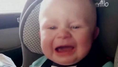 小宝宝第一次感受洗车,接下来小宝宝的反应太可爱了!
