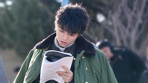 王俊凯低调上课 同班同学颜值高全是校花校草级别