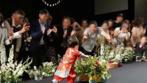 秋瓷炫婚礼儿子镜头首公开 推学步车走路呆萌可爱