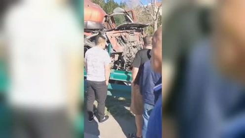 货车司机疲劳驾驶 公路上连撞十台车