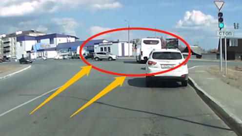 "SUV压秒抢红灯,大巴车司机""没看到""?造成车祸旋转180度"