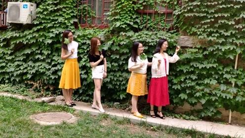 4闺蜜拍搞怪毕业照,她一口气抱起俩足有200斤