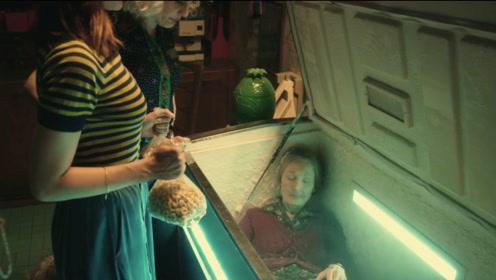 外婆不幸去世,女孩为了领养老金,把外婆放进了冰箱