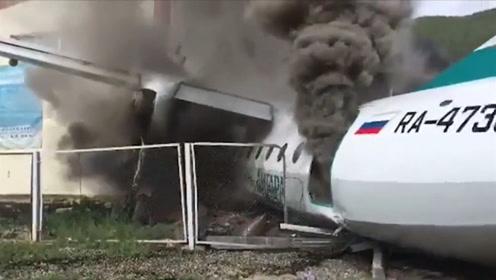 俄罗斯发生空难,飞机紧急降落时冲出跑道起火,43名乘客均获救