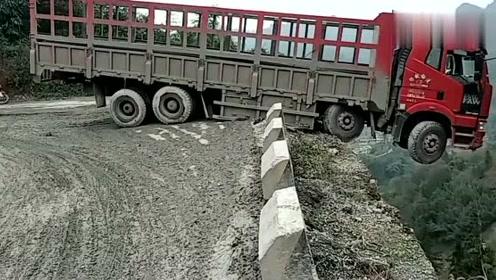 货车车头出来这么长,差点没把我吓晕过去!