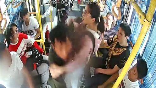 男子抢夺公交车方向盘,15岁女孩挺身而出:当时希望有人能帮我