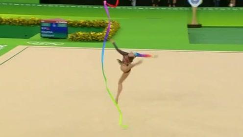 体操美女棒操表演,后空翻、一字马演绎精彩绝伦,男观众饱眼福!