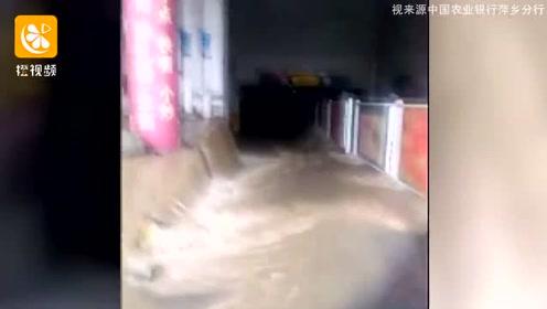 江西多地遭遇连续强降雨 直击抗洪抢险现场