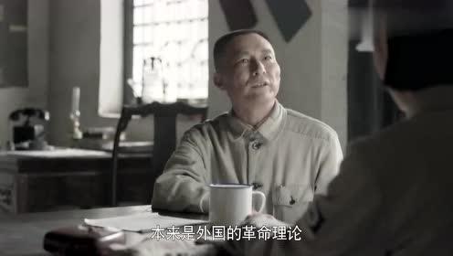 太行山上:江君玉采访邓政委,俩人相谈甚欢,画面十分和谐!