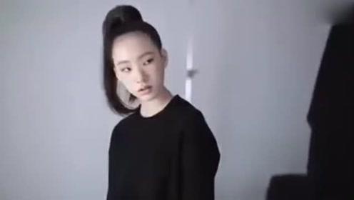 小S女儿杂志拍摄花絮曝光 小S亲自指导女儿摆姿势