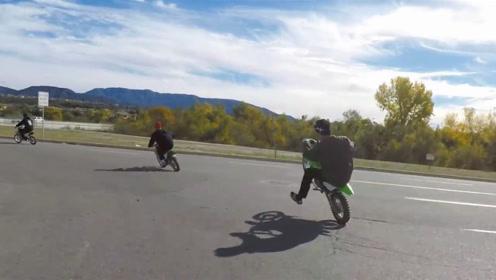 三人骑行,摩托车火力全开中,他们真的太优秀了!