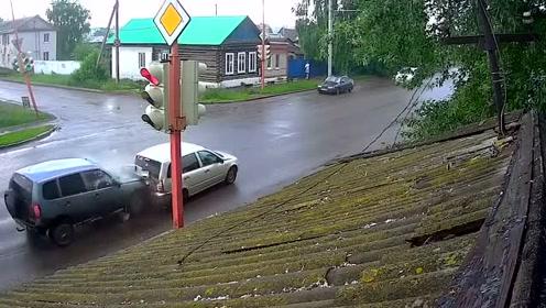 被suv撞到这一下,汽车司机内心是有多害怕!