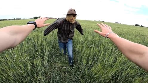 跑酷小伙被稻草人追击,身手不凡的他,能否逃出生天?