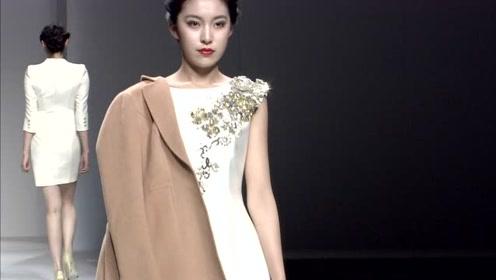 质感十足的丝绸白裙,高端典雅尽显