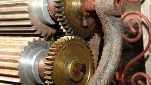 如果将车子换成锯齿轮胎结果会如何呢?镜头记录下了行驶过程