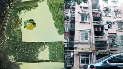 杭州一小区天降玻璃瓶,砸穿汽车挡风玻璃,居民:还扔垃圾袋