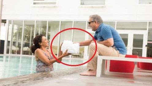 泰国女孩递的毛巾为何不能接?导游:你不怕就接一个试试