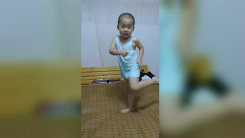 萌娃魔性舞蹈很抓狂,太逗了!