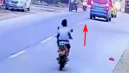 男子规规矩矩骑车,却遭遇不幸,监控拍下愤怒画面