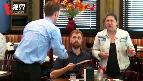 如果餐厅服务员歧视聋哑顾客 周围的人会怎么做