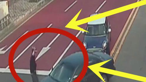 路怒太可怕!女司机强行超车,谁料后车男司机更是嚣张,太荒唐!