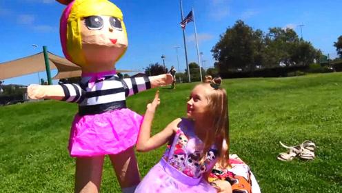 萌娃小可爱去公园郊游,这忽然出现的娃娃是什么情况,吓到宝宝了