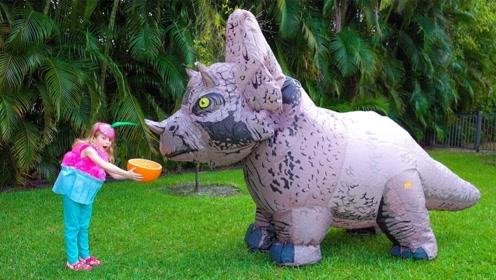 小萝莉开了家甜品店,生意红火好到爆,甚至还引来了大犀牛!