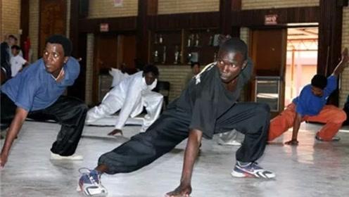 河南郑州少林寺,非洲小哥赴学一年半,掌握正宗少林拳法