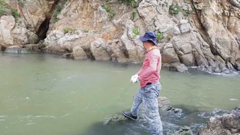 不容易啊,爬山涉水的费那么大劲,还是没见到大鱼的影子