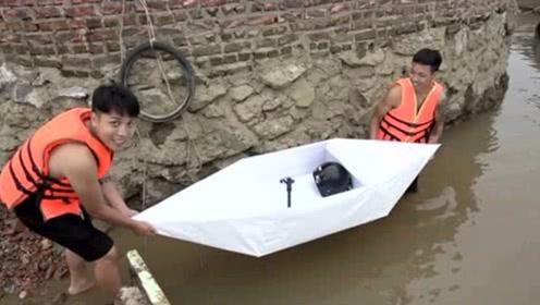 真的有点不可思议!小伙用白纸做出超大纸船,竟然还能承载一个人