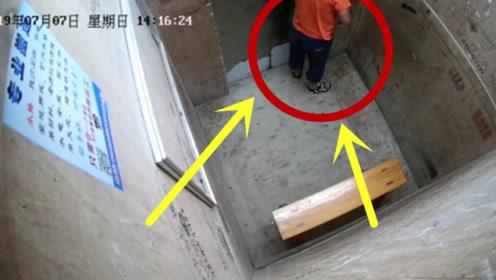 """熊孩子在电梯""""放水"""",离开后电梯发生故障,网友:真是祸害"""
