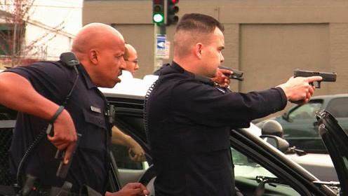 男子运气好还是警员枪法差?美国警察连开10枪,愣没击中逃犯!