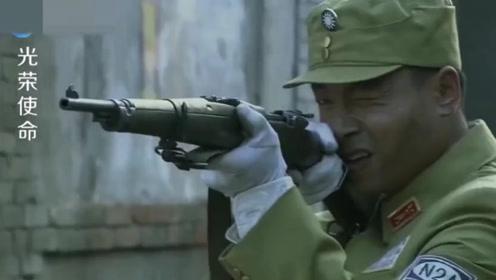 鬼子开坦克追杀国军,国军点着稻草塞进坦克,厉害了!