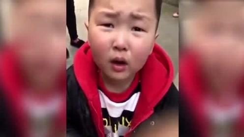 小孩划车犯下错,面对质问头脑很清晰,什么该说什么不该说