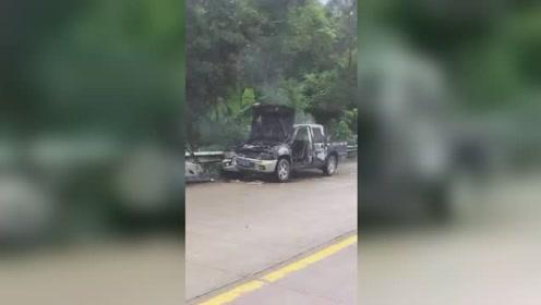 惨烈!广西陆川发生严重车祸,一司机被困起火车内身亡