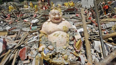 当年汶川地震中,为啥很多佛像没有被摧毁?看完你信了吗