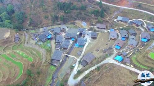 航拍贵州山村,村民把房子建在梯田上,四面环山美极了!
