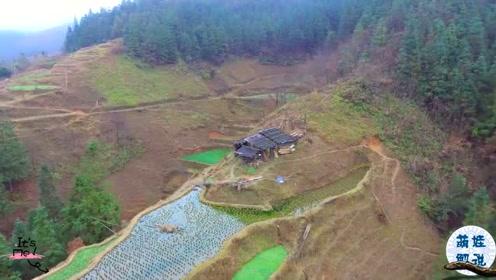 航拍贵州贫困山区,整个山头只有一户人家,没水电怎么生活呀?