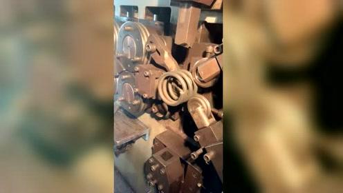 原来减震器是这样生产的,全靠这个设备,感谢了,老铁!