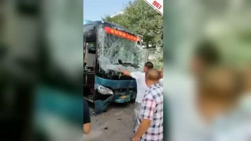 大同一辆新能源大巴车疑似失控撞倒多人 应急局:已致4死6伤