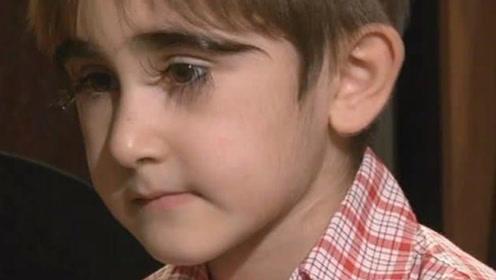 男孩有着世界最长睫毛,长度是常人人的三四倍,为此烦恼也不少