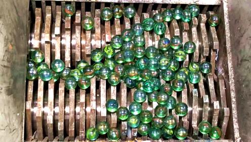 粉碎机对玻璃球,圆滑的玻璃球抵抗的还行!