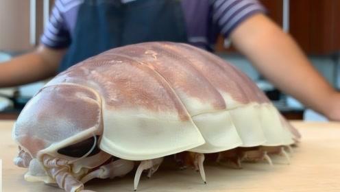日本厨师怎么处理巨型海虱子?一刀劈下去,隔壁小孩都被吓哭了