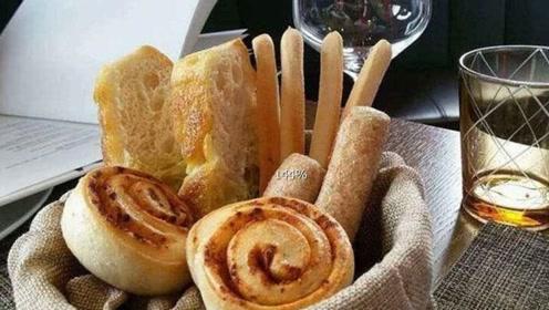 为何在点餐之前,西餐厅的服务员总会先送一份裹腹感很强的面包