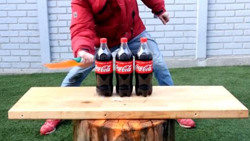 奇趣实验:小伙用刀砍可乐,三瓶可乐能撑住吗?