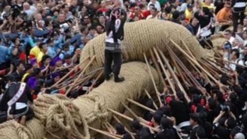 世界上最大的拔河比赛,光绳子长200米、人口参加将近2万人