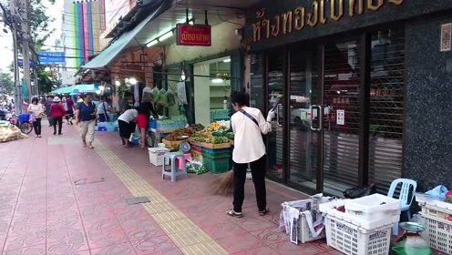泰国人的生活怎么样?中国小伙在泰国第1大城市,录了一段视频