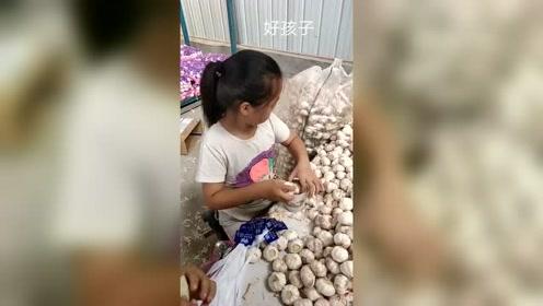 可怜的娃啊,整个暑假都在做工赚钱,这个视频点赞上千我出学费