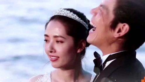 """""""葵花夫妇""""海边婚纱照,郭碧婷一袭白纱,向佐眼角的鱼尾纹抢镜"""